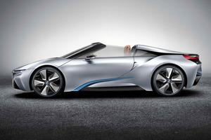 Preciosa vista lateral del BMW i8 Concept Spyder