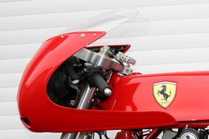 La única motocicleta que puede lucir el logo de Ferrari en su carrocería