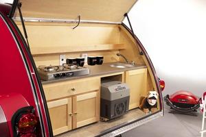 """La caravana """"Cowley"""" incluye un completo equipamiento para tus vacaciones"""