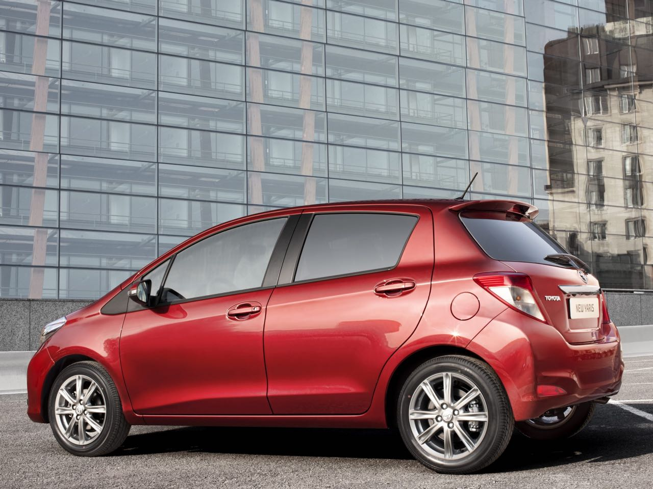 Toyota yaris 2012 precios motores equipamientos - Espejo retrovisor toyota yaris ...