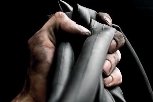 A ciegas con las manos llenas de grasa - Quitar manchas de grasa de coche ...