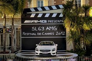 Mercedes-Benz SL 63 AMG a las puertas del Hotel InterContinental Carlton