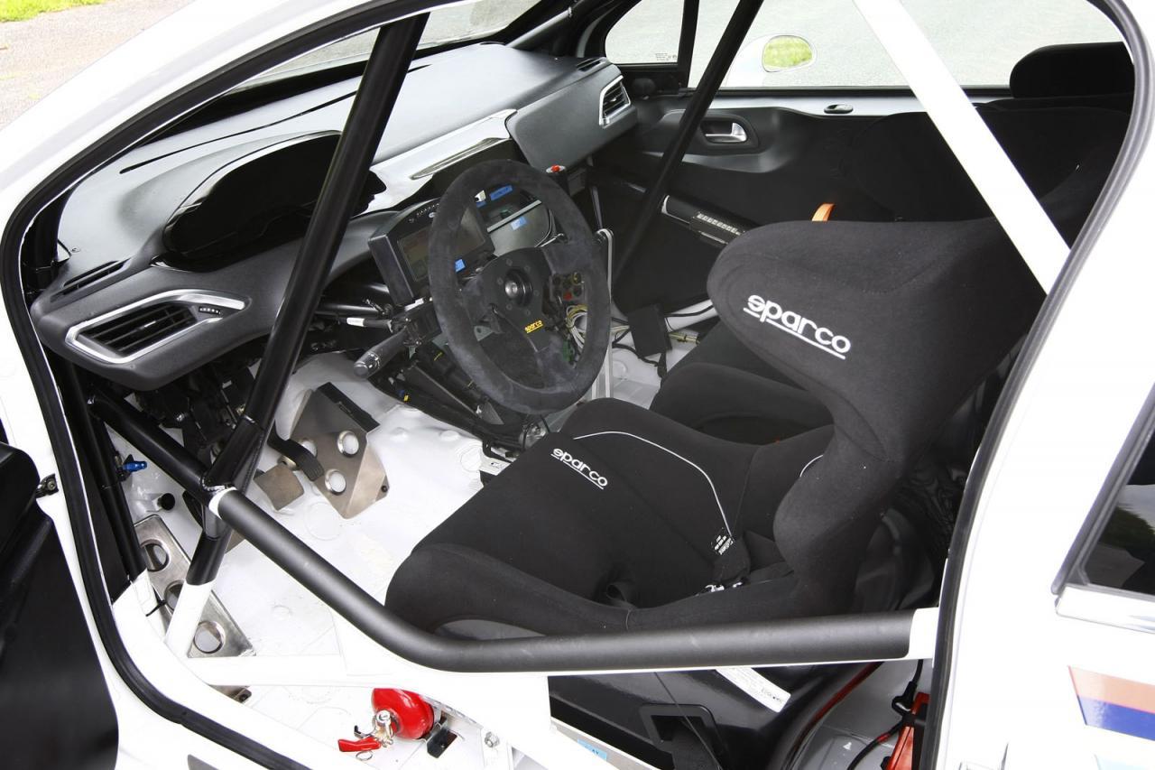 Peugeot 208 r2 raza de competidor for Inside interieur