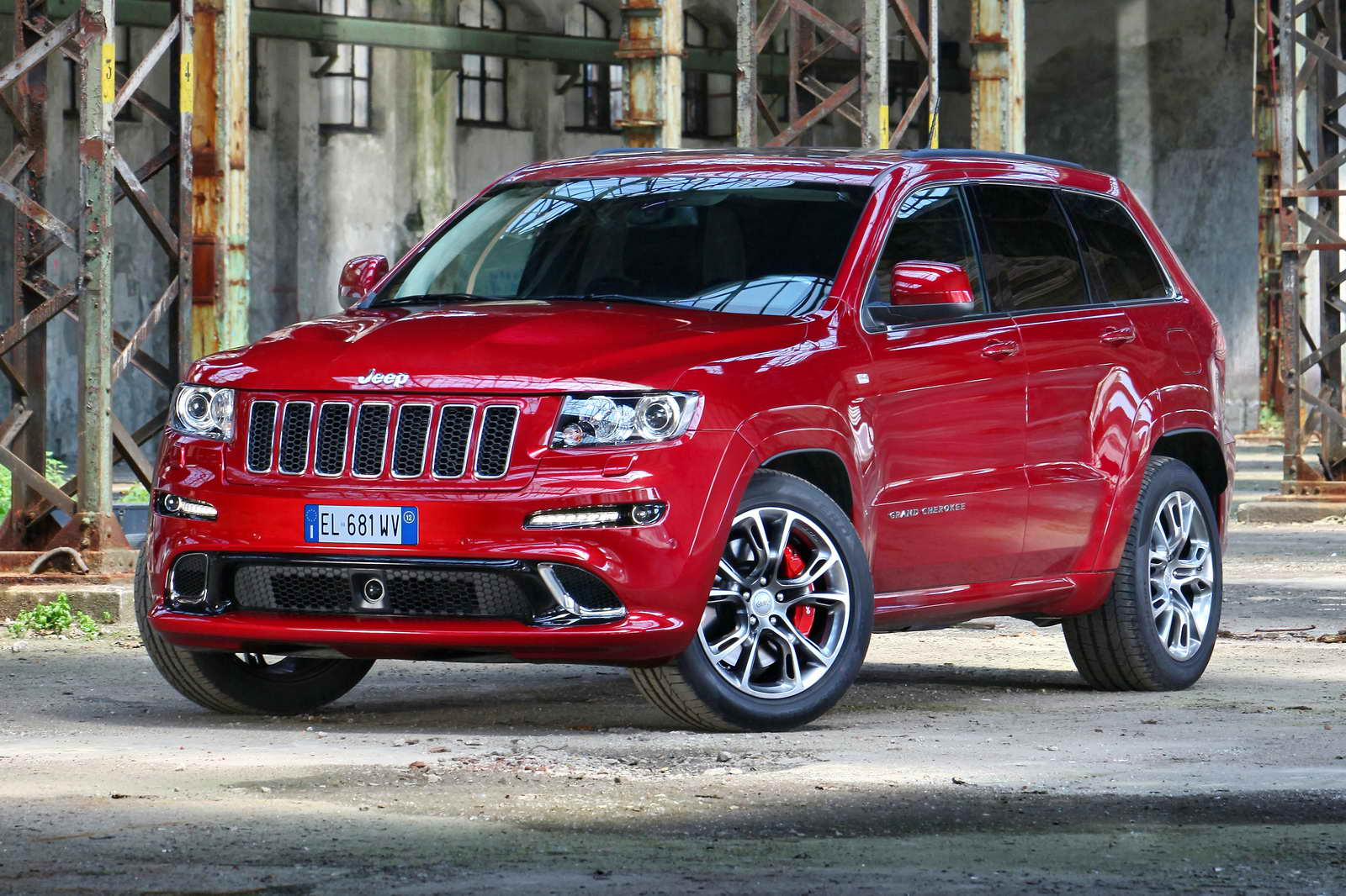 nuevo jeep grand cherokee srt. Black Bedroom Furniture Sets. Home Design Ideas