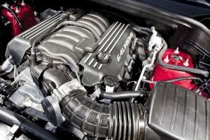 Poderoso motor HEMI V8 de 6,4 litros, que entrega 468 CV de potencia máxima