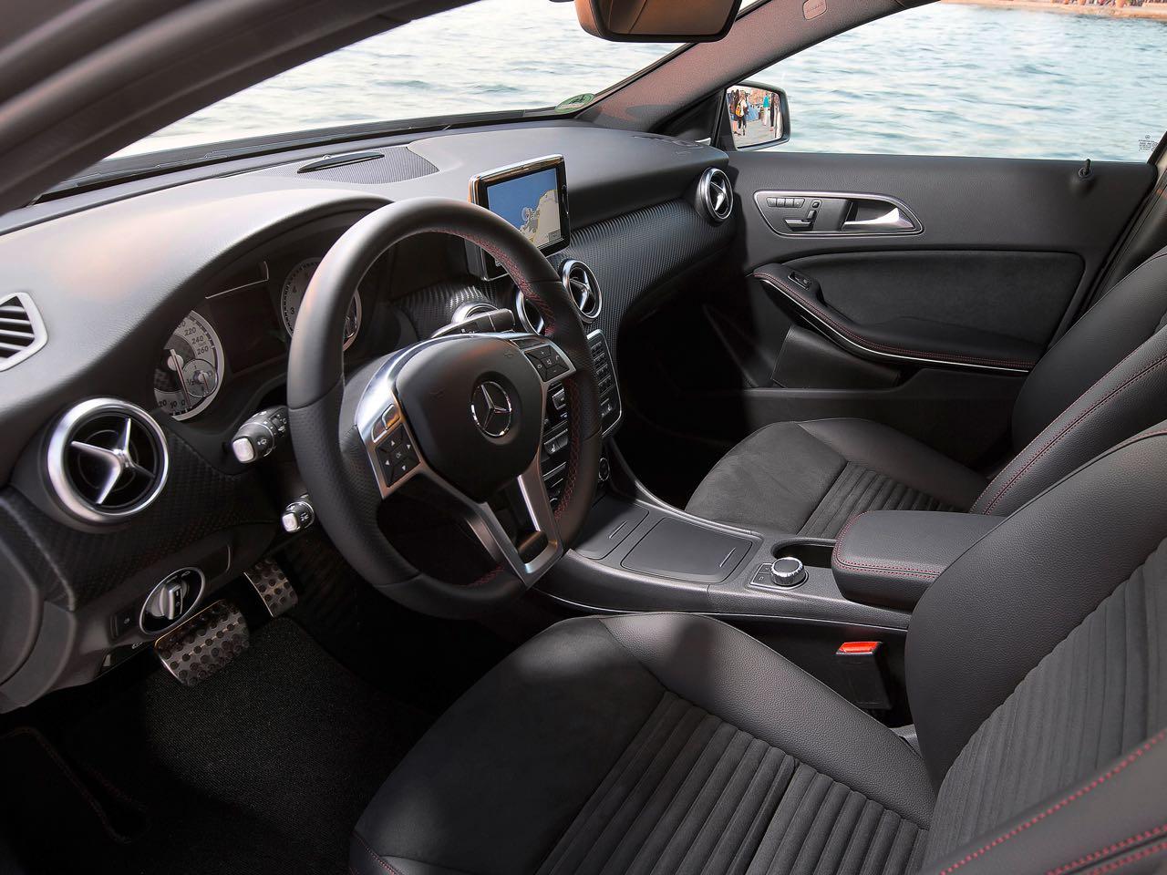 Mercedes clase a 2012 cambio completo de tercio for Interior mercedes clase a