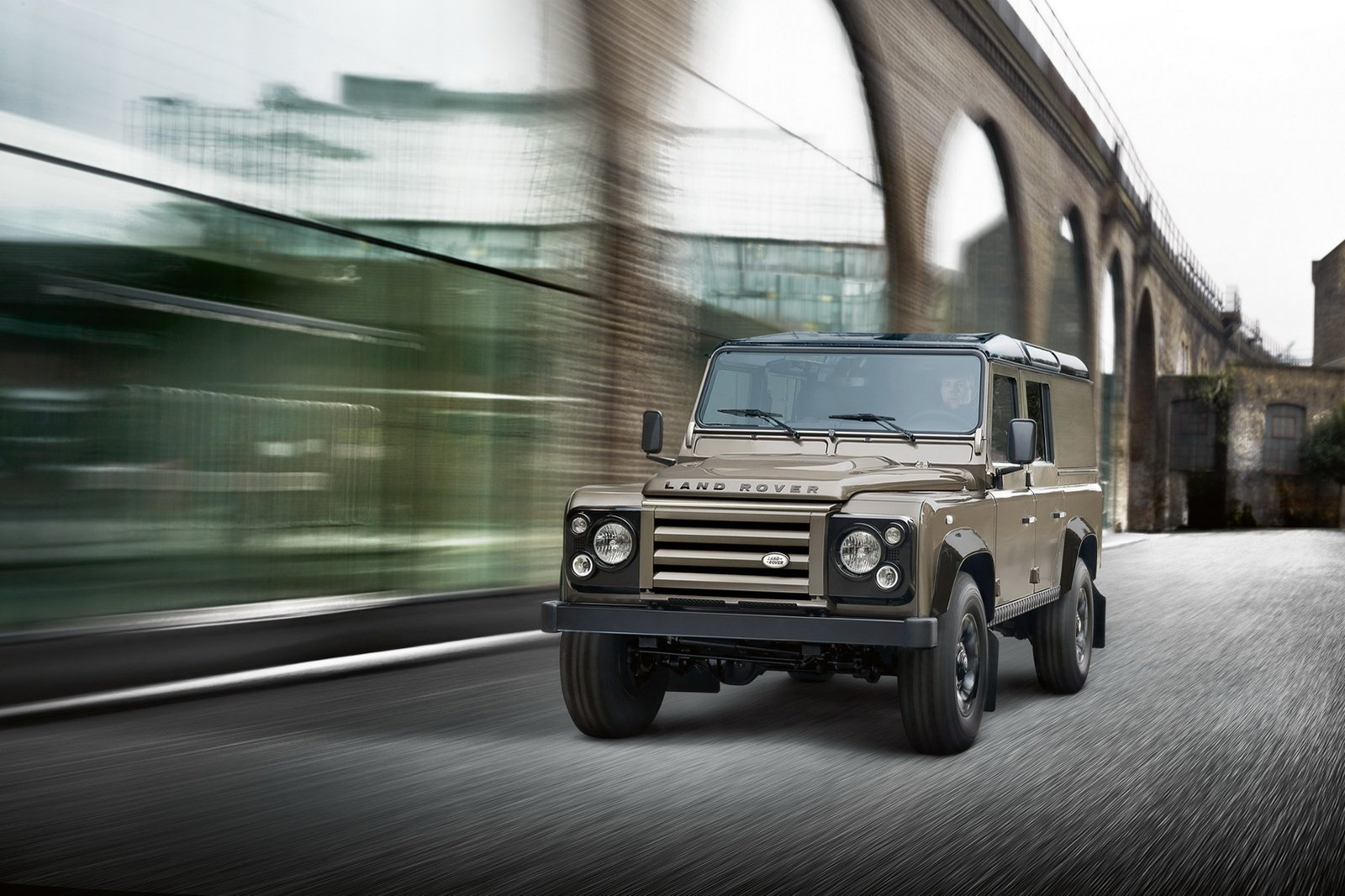Land-Rover-Defender-XTech-2