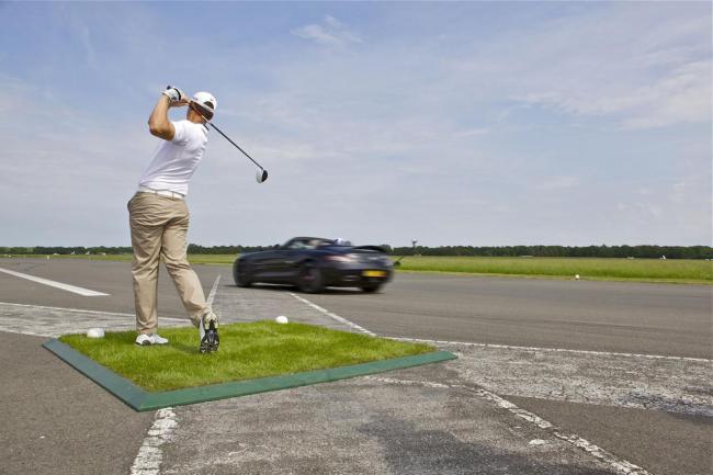 Mercedes-SLS-AMG-Roadster-golf