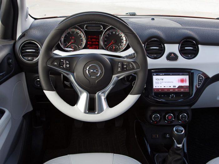 Opel Adam 2013 salpicadero