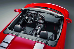 El Audi R8 V10 Spyder acelera de 0 a 100 km/h en 3,8 segundos y la velocidad máxima es de 311 km/h