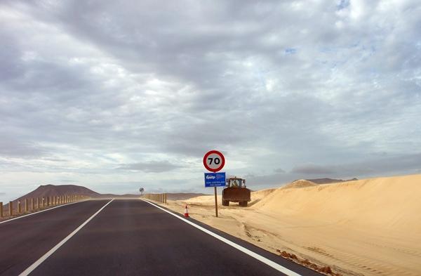 limpieza-carretera-corralejo-fuerteventura