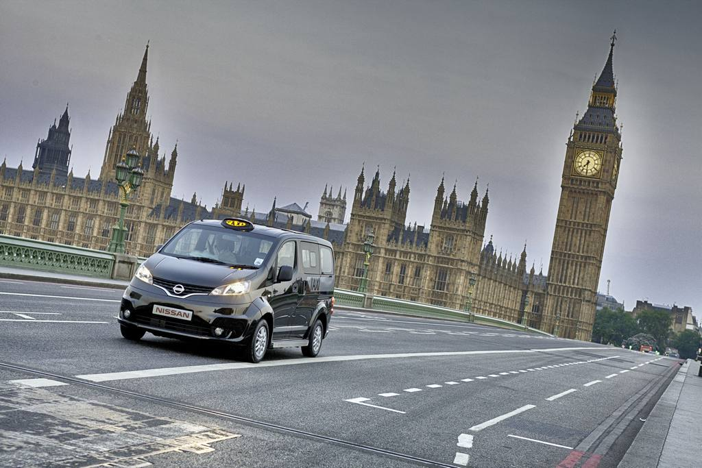nissan-nv200-london-taxi_01
