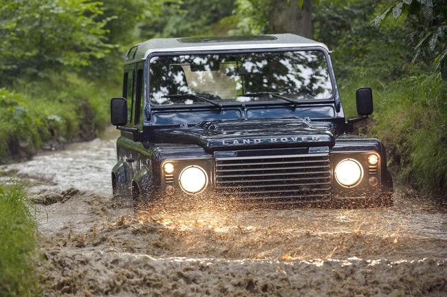 Land_Rover_Defender_2013_01