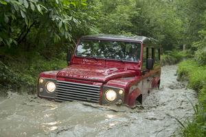¿Te atreverías a hacer esto con un SUV de última generación?