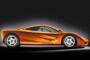 ...que recuerda mucho a la del mítico McLaren F1, que ahora celebra su vigésimo aniversario