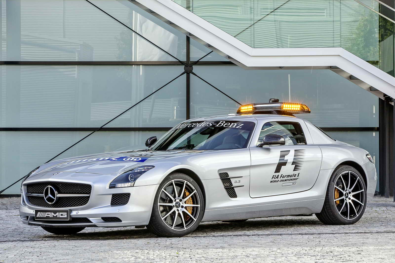 Mercedes_Benz_SLS_AMG_GT_Safety_Car_03