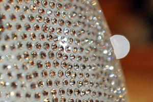 Han sido necesarios más de 3 años y el trabajo de 7 artesanos para pegar cada uno de los exclusivos cristales
