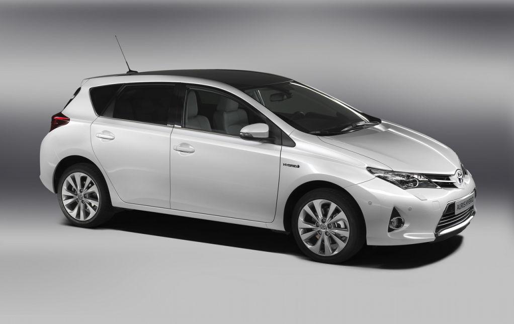 Toyota_Auris_010