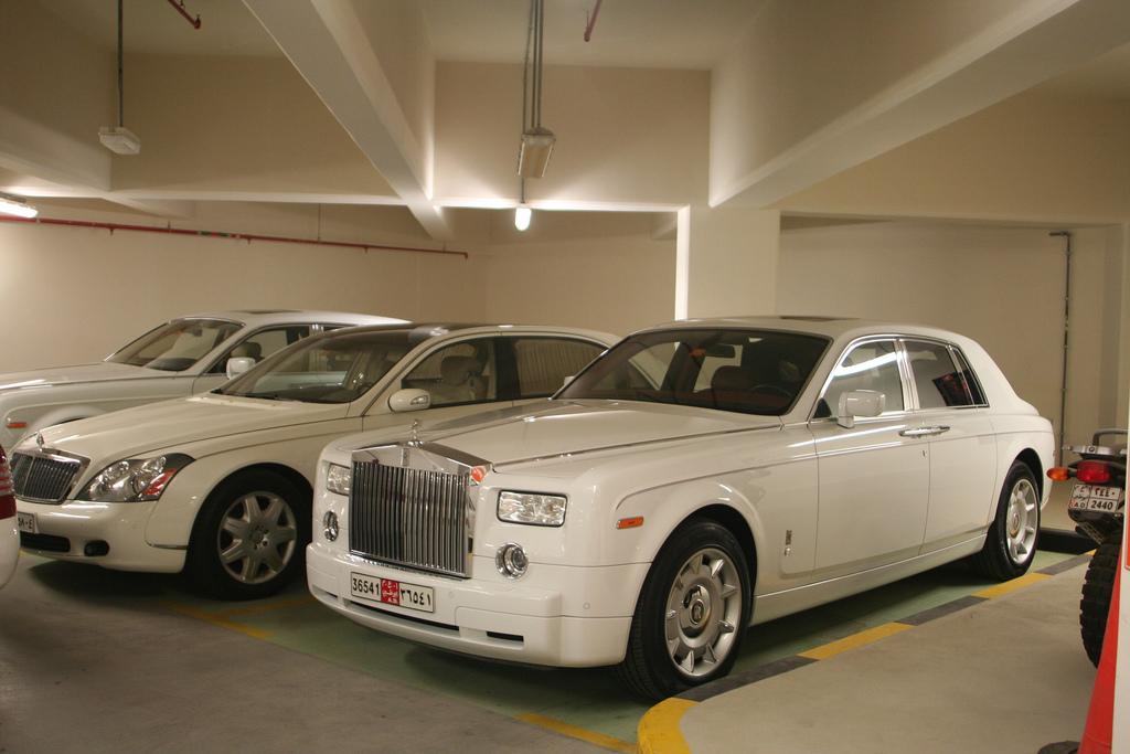 aparcados Abu Dhabi