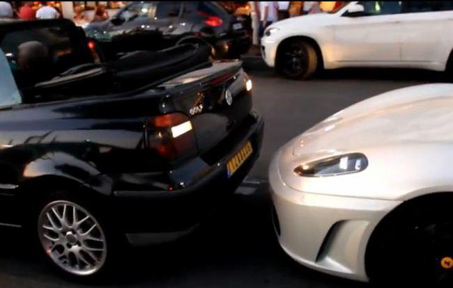 aparcar_ferrari_cuatro_golpesJPG