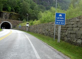Los récords de las carreteras Tunel-laerdal-noruega-650x487