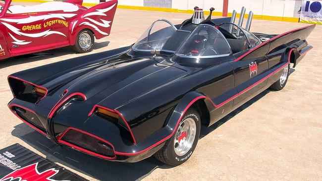 Batmobile_Batman_01