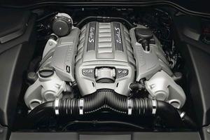 El propulsor de 8 cilindros en V ahora entrega 550 CV de potencia y 750 Nm de par máximo