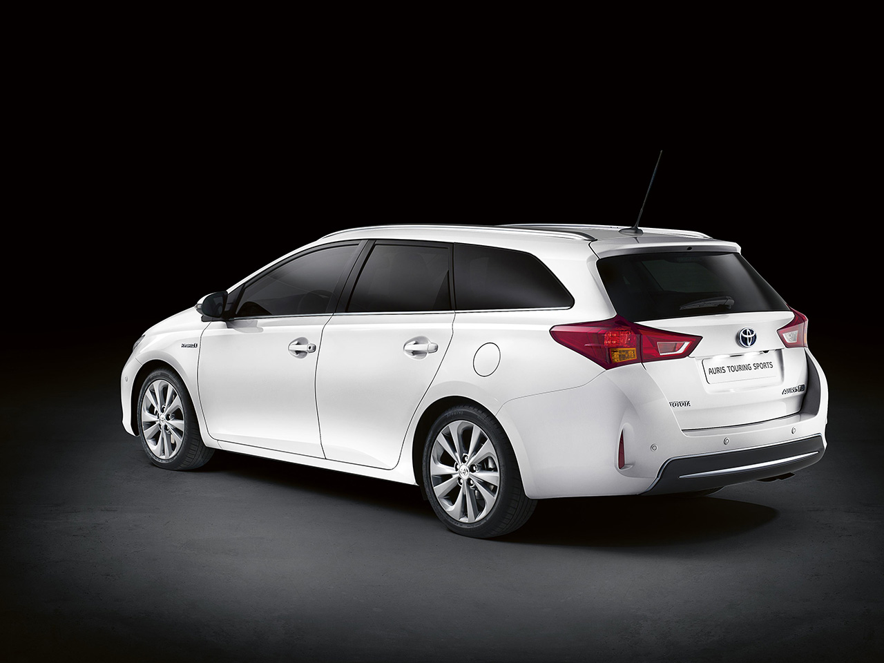 nuevo toyota auris touring sports el auris crece. Black Bedroom Furniture Sets. Home Design Ideas