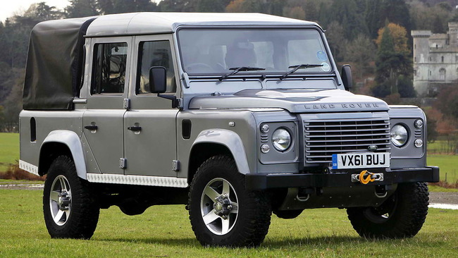 Land_Rover_Defender_110_Double_Cab_Pickup_Skyfall_02