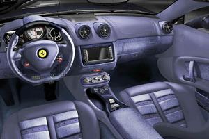 ¿Te gustaría poseer un Ferrari California con todo el interior en tela vaquera?