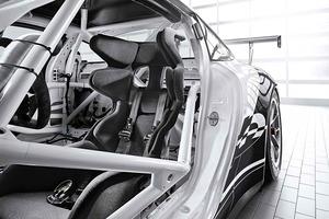 En Porsche hacen especial incapié en las medidas de seguridad para los pilotos de su copa monomarca