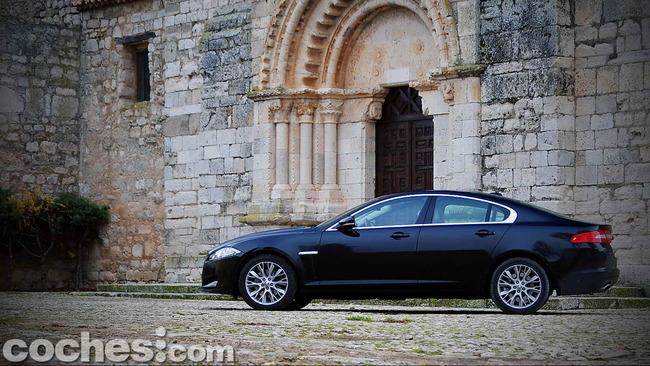 Jaguar_XF_3.0_Diesel_Premium_Luxury_49