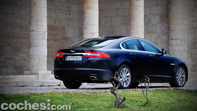 Jaguar_XF_3.0_Diesel_Premium_Luxury_50