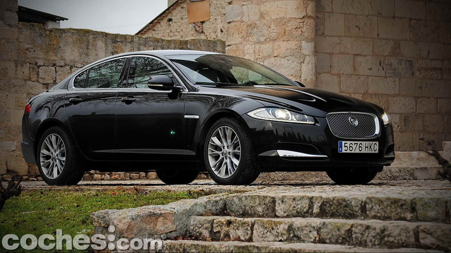Jaguar_XF_3.0_Diesel_Premium_Luxury_54