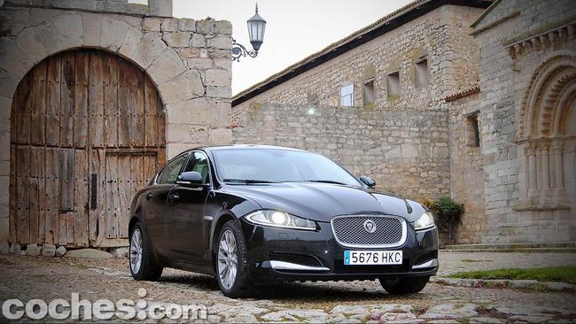 Jaguar_XF_3.0_Diesel_Premium_Luxury_58