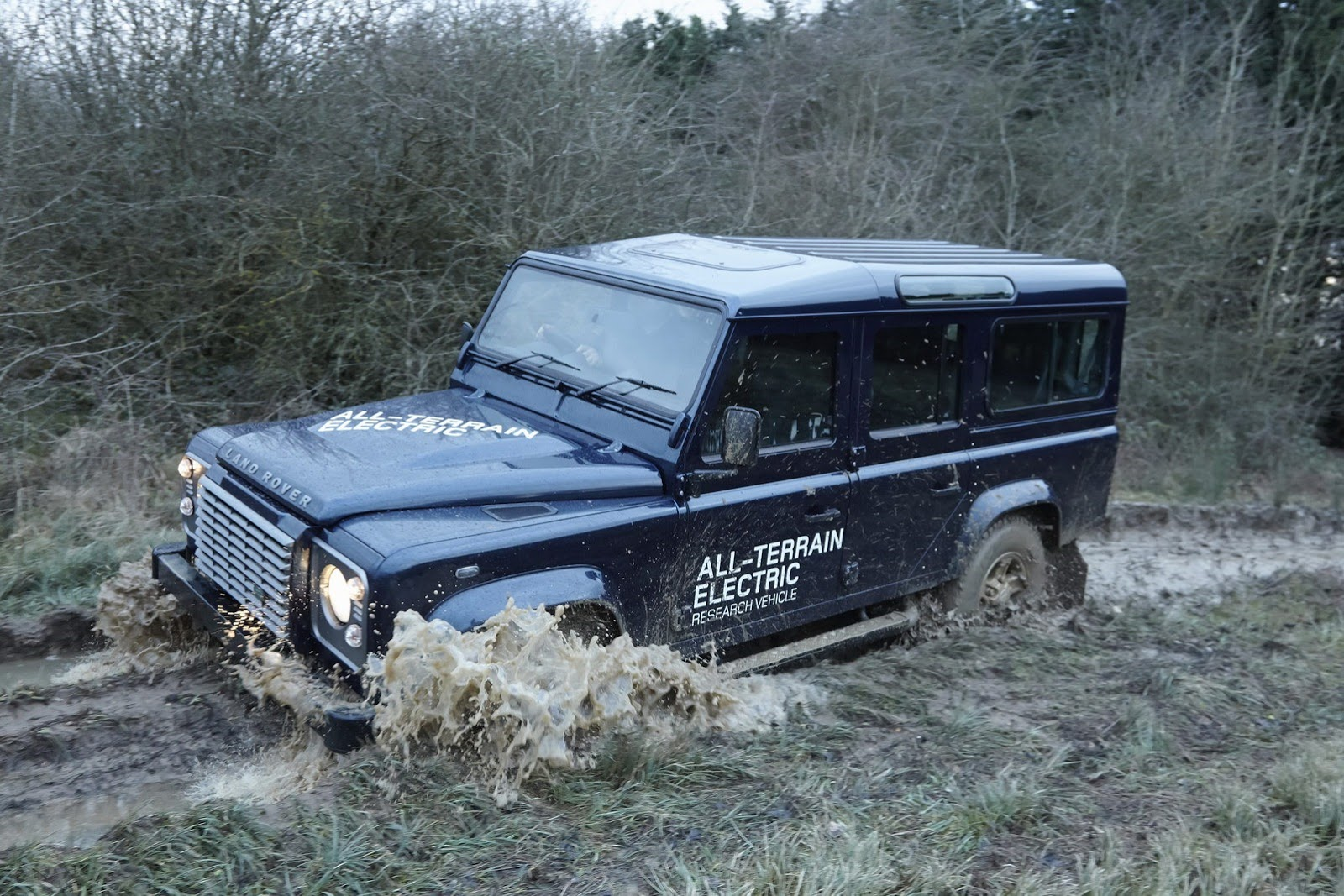 land-rover-defender-electric-6