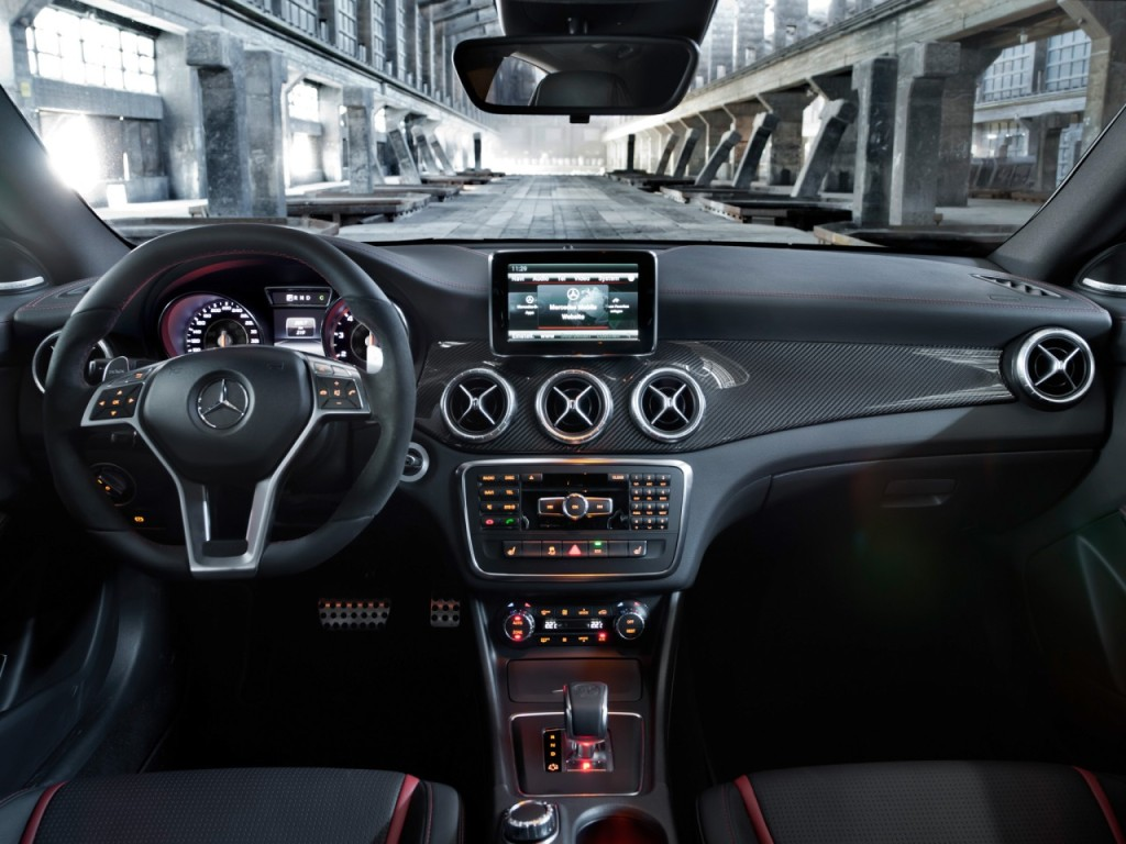 Mercedes clase cla 45 amg 360 cv de potencia y tracci n total for Interior mercedes clase a