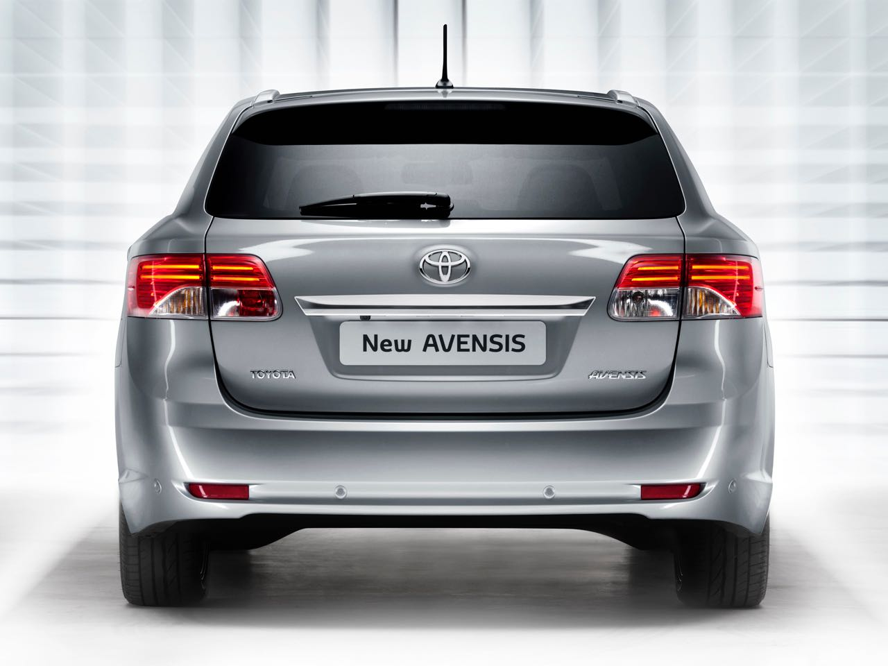 Toyota Avensis Skyview >> Toyota Avensis Cross Sport 2011: Precios, motores, equipamientos