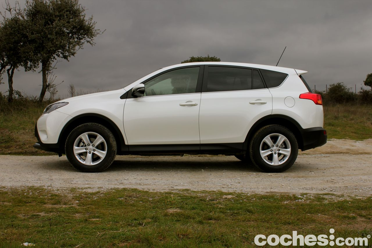 toyota rav4 awd d 4d 2 2 150 cv prueba contacto. Black Bedroom Furniture Sets. Home Design Ideas