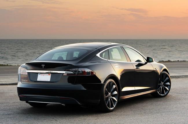 Tesla-Model-S trasera