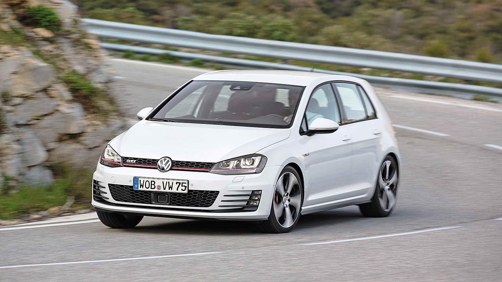 Volkswagen_Golf_GTI_VII_14