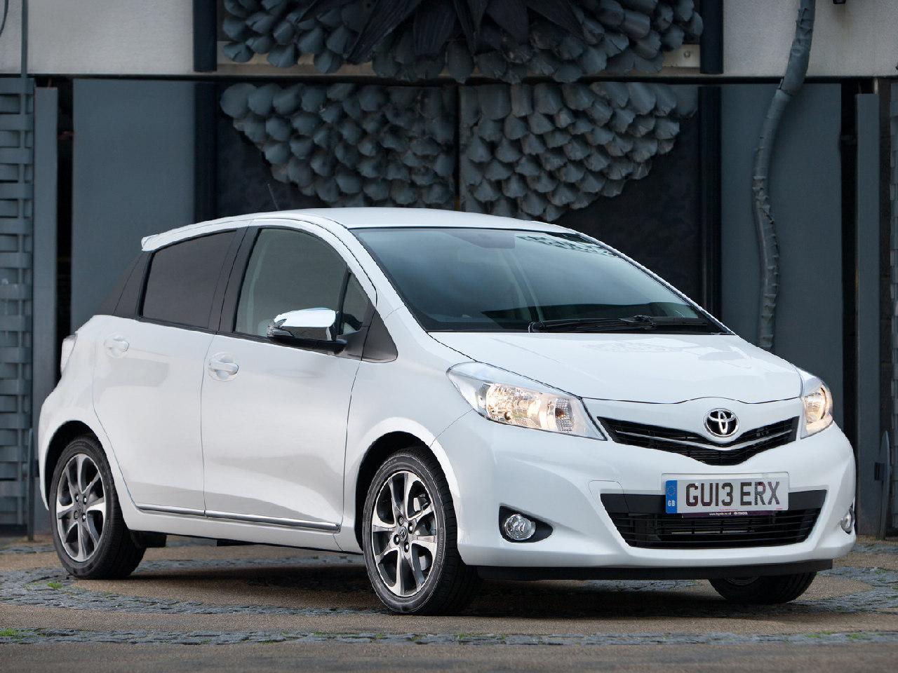 Nuevo Toyota Yaris Soho Dise 241 O En Blanco Y Negro