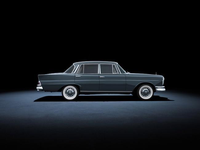 mercedes-220se_sedan