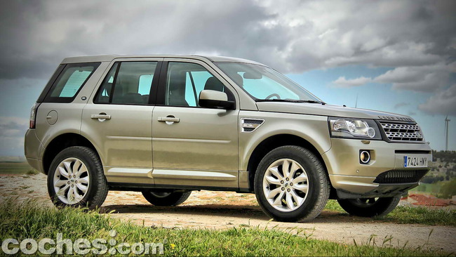 Land_Rover_Freelander_2.2_SD4_HSE_01