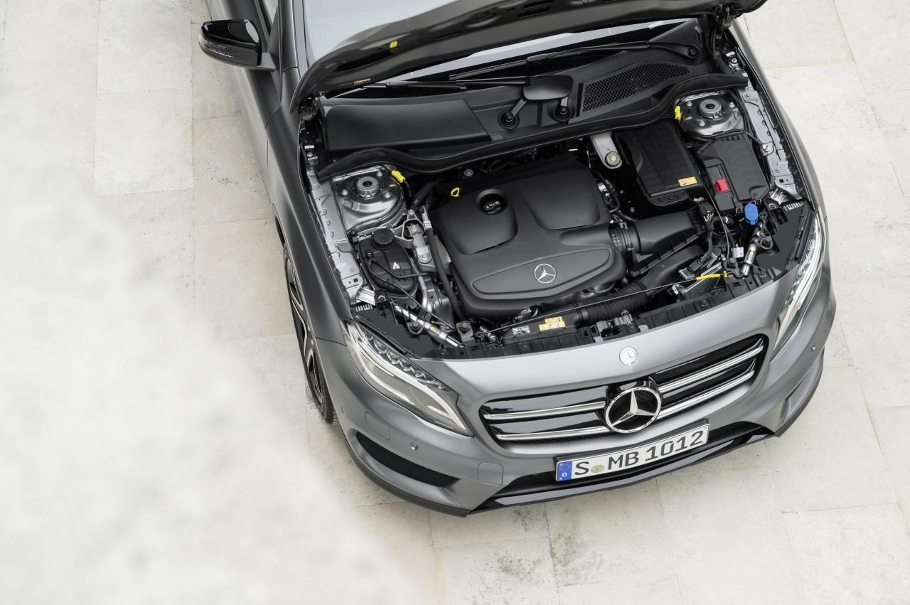Mercedes GLA 2014 motor 01