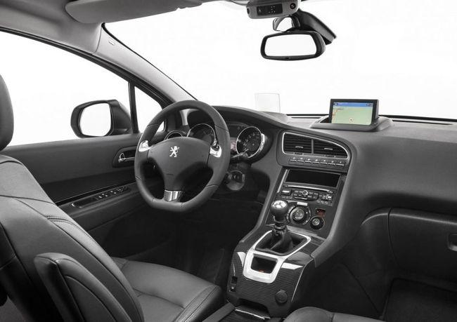 Peugeot 5008 2014 08 interior