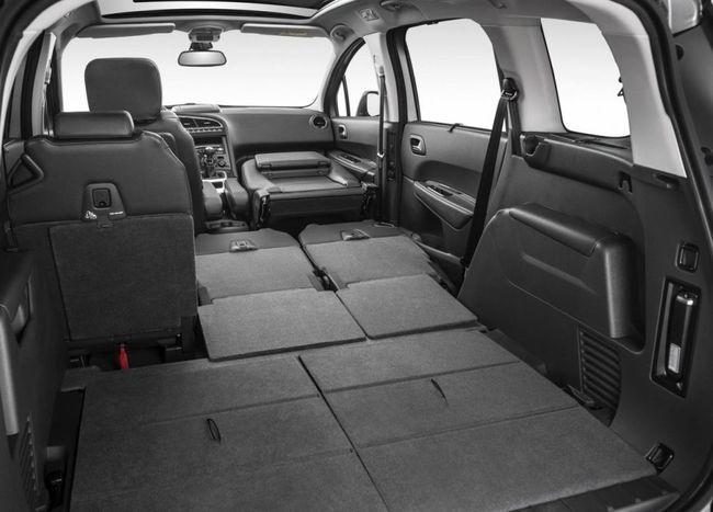 Peugeot 5008 2014 09 interior