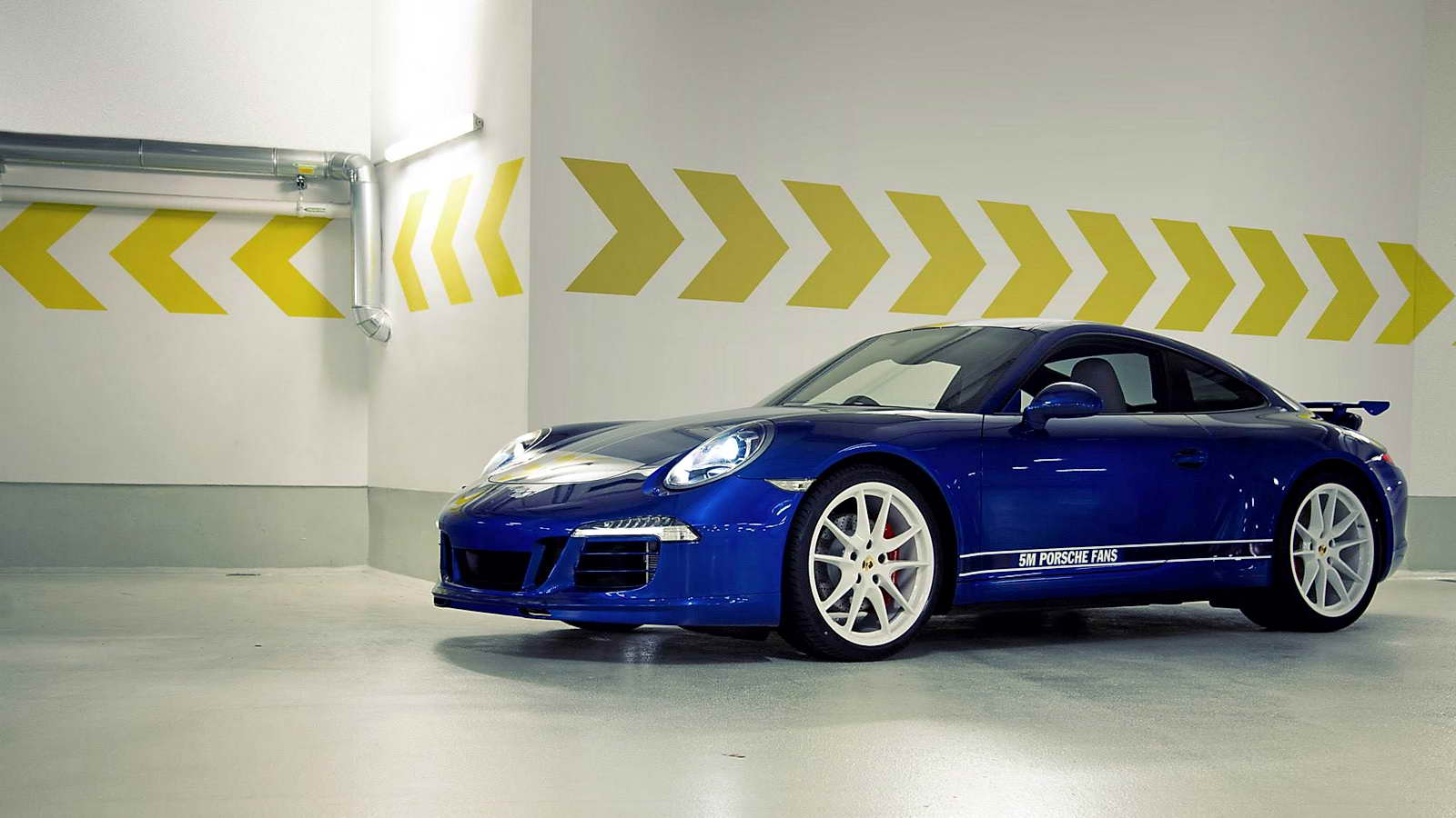Porsche_911_Carrera_4S_Facebook_01
