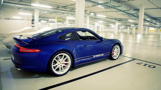 Porsche_911_Carrera_4S_Facebook_03