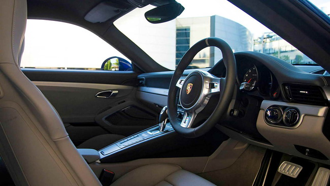 Porsche_911_Carrera_4S_Facebook_05